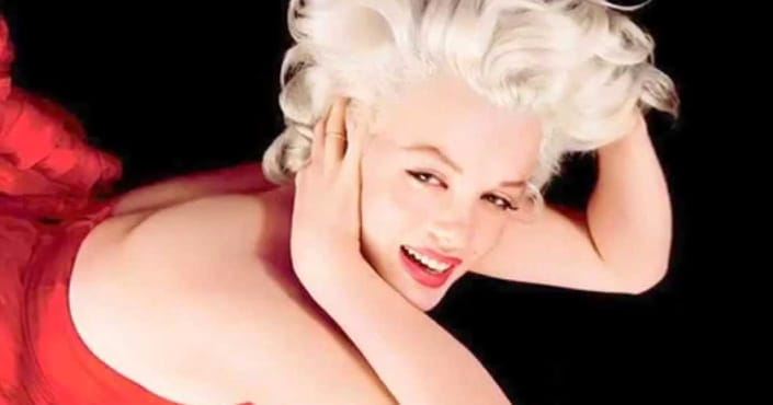 marilyn-robe-rouge