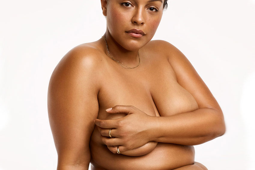 Paloma Elsesser nue pour Glossier